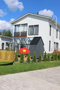 Asuntomessut 2015, Vantaa Kivistö, Tiikerinsilmän aukiolta johtavan kadun savunvärinen Kartanokiveys. http://www.rudus.fi/pihakivet