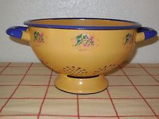 VINTAGE French Enamelware COLANDER - OCHER Enamel floral pattern, blue borders