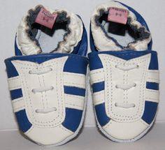 Sportieve babyslofjes wit met blauwe strepen