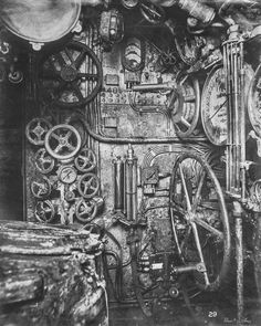 Inside a German submarine during the First world war 2 pic looks like Giger sic fantasy ) World War One, First World, The War Zone, German Submarines, Old Images, Armada, North Sea, Dieselpunk, Military