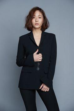 f(x) - Krystal Jessica & Krystal, Krystal Jung, Jessica Jung, Female Celebrity Crush, Middle Hair, Asian Hair, Korea Fashion, Korean Celebrities, Korean Actresses