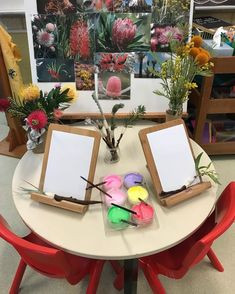 hey_go_play My EA is studying teaching and set up a beautiful native flowers art provocation as part of an assignment. The children loved it! Reggio Inspired Classrooms, Reggio Classroom, Classroom Layout, Classroom Design, Preschool Rooms, Preschool Crafts, Montessori Activities, Preschool Activities, Childrens Art Set