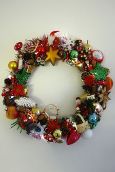 Tejp it up! Ornament Wreath, Ornaments, Christmas Wreaths, Holiday Decor, Home Decor, Respect, Decoration Home, Room Decor, Christmas Decorations