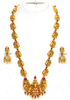 Temple-jewellery set - Page 12 India Jewelry, Temple Jewellery, Jewelry Sets, Gold Jewelry, Gold Necklace, Jewelry Rings, Jewelry Watches, Antique Jewellery Designs, Antique Jewelry