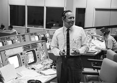 Chris Kraft, legendary NASA flight director, has died at age 95 Nasa Space Program, Johnson Space Center, Rice University, Mission Control, Nasa Missions, Nasa History, Management Styles, Astronauts In Space, Space Race