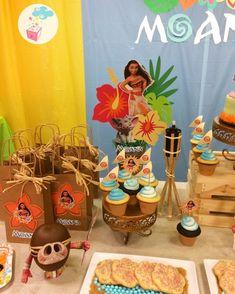 Resultado de imagen para sweet table hawaiana infantil Moana Birthday Party Theme, Moana Themed Party, Moana Party, Disney Birthday, 6th Birthday Parties, Luau Party, 1st Birthday Girls, Birthday Ideas, Festa Moana Baby