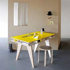 Desk with built-in storage. Un bureau avec rangement intégré Plywood Furniture, Cool Furniture, Modern Furniture, Furniture Design, Modern Desk, Furniture Cleaning, Modular Furniture, Furniture Dolly, Furniture Online