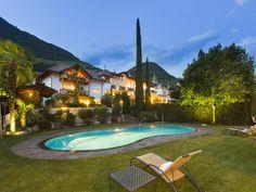Das Hotel Restaurant Magdalener Hof in Bozen beeindruckt mit einer einmaligen Lage inmitten grüner Weinberge. #Urlaub #travel #holidays #Südtirol #Italien #Sommer #summer #imUrlaubwiezuhausefühlen