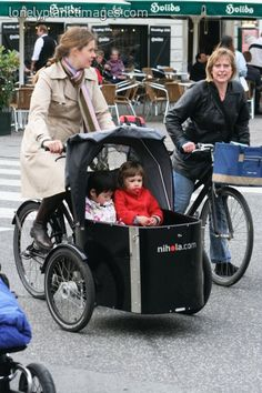 Transporting kids in a Christiania bike