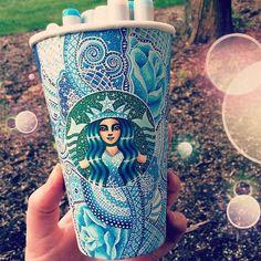 Artista utiliza copos do Starbucks como telas para suas fantásticas ilustrações