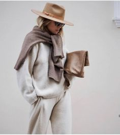 Camel Hat, Brown Sweater Tied Over the Shoulders, Beige Sweater and Pants Set on Style Chic This Chic Loungewear Look Gives You the Perfect Excuse to Stay In Outfits Casual, Mode Outfits, Winter Outfits, Fashion Outfits, Womens Fashion, Fashion Trends, Fashion Styles, Fashion Tips, Fashion Hair