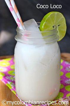 Coco Loco (Colombian Coconut Cocktail) para 4 personas Ingredientes:  Cubos de hielo 1/4 taza de ron o al gusto 1/4 taza de vodka o al gusto 1/4 taza de tequila o al gusto 2 tazas de crema de coco 1 taza de agua de coco El jugo de 3 limones Rodajas de limón para servir