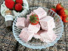 Antipastaa: Mansikka-kookosfudgekuutiot (viljaton, gluteeniton, maidoton, vähähiilihydraattinen, munaton, sokeriton, vegaaninen, paleo)