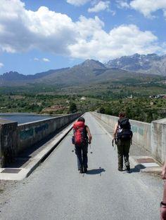 Staumauer von Calacuccia mit Cinque Frati und Monte Cinto im Hintergrund, Korsika, Frankreich // Dam of Calacuccia with Cinque Frati and Monte Cinto in the background, Corsica, France