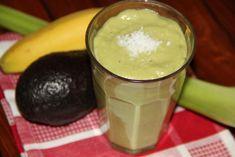 Groene smoothie met avocado, banaan en bleekselderij | Smoothie with avocado, banana and celery | Groene smoothie | Green smoothie | Avocado | Banaan | Banana | Bleekselderij | Celery | Groen | Green | Drinken | Drinks | Gezond | Healthy | Dreambody transformation | De Levensstijl | Asja Tsachigova