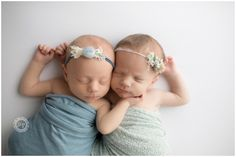 surrogate twin pictures for their newborn photo session, how precious is this pose for newborn baby girl twins Newborn Twin Photos, Baby Girl Newborn, Newborn Photography Studio, Newborn Photographer, Twin Pictures, Twin Girls, Photo Sessions, Pose, New Born Girl