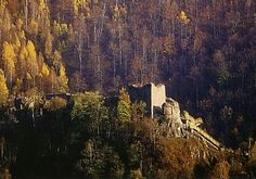 Vlad Tepes (Vlad Dracula) Ruins of his Castle-Carpathian Mountains-Romania World Of Castles, Real Castles, Beautiful Castles, Beautiful Places, Dracula Castle, Vlad The Impaler, Carpathian Mountains, Central And Eastern Europe, Castle Ruins