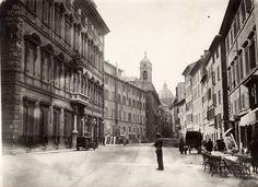 Piazza Madama (1940) A sinistra Palazzo Madama, sullo sfondo ancor coperto dai palazzi San'Andrea della Valle.