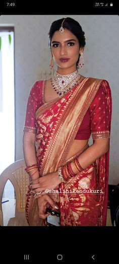 Wedding Saree Blouse Designs, Pattu Saree Blouse Designs, Fancy Blouse Designs, Kurti Designs Party Wear, Red Saree Wedding, Indian Bridal Sarees, Indian Bride Dresses, Bengali Saree, Fancy Sarees