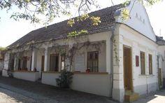 Traditional House, Hungary, Cabins, Houses, Outdoor Decor, Image, Home Decor, Homes, Homemade Home Decor