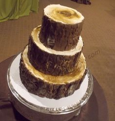 Love the realistic log cake look! Log Wedding Cake - Outside is fondant, the tops are buttercream. For an outdoor wedding that featured all kinds of wood grains Round Wedding Cakes, Country Wedding Cakes, Themed Wedding Cakes, Cupcakes, Cupcake Cakes, Beautiful Cakes, Amazing Cakes, Foundant, Log Cake