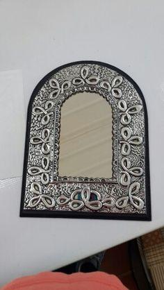 Espejo decorado con repujado. Por marlene Cifuentes de monteagudo