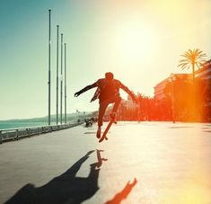 Silhouette of skateboarder Vinyl Wall Mural