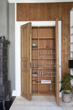 Historical apartment in Oslo, Norway // By Romlaboratoriet AS // Photo: Elisabeth Aarhus Aarhus, Oslo, Norway, Tall Cabinet Storage, Projects, Furniture, Design, Home Decor, Log Projects