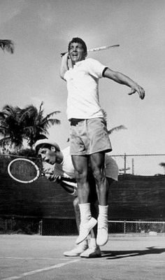 "oldhollywoodfilms: ""Jerry Lewis and Dean Martin play doubles tennis. Jerry Lewis, Golden Age Of Hollywood, Classic Hollywood, Old Hollywood, Dean Martin, Joey Bishop, Sammy Davis Jr, Vintage Tennis, American Singers"