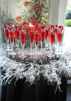 Miss Millionairess Glamour and traditional Christmas..Lovely way to serve the pomosa champagne