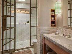 etagere niche avec bougies, salle de bain blanche, carrelage métro blanc