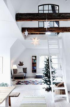 Simplistic Scandinavian Christmas decorating.