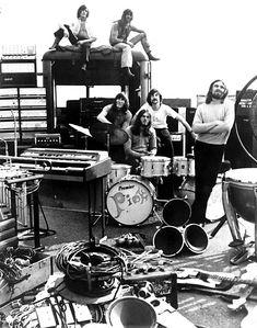 Unknown – Pink Floyd Setting Up Fine Art Print – Rock Music Arte Pink Floyd, Musica Punk, The Dark Side, Richard Wright, Psychedelic Music, Roger Waters, David Gilmour, Progressive Rock, Zeppelin