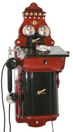 Telephone Vintage, Vintage Phones, Old School Phone, Old Phone, Radios, Old World Furniture, Antique Phone, Antique Typewriter, Retro Phone