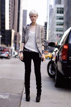 kate iamphear-love the simplicity despite the fact she is very put together in this outfit
