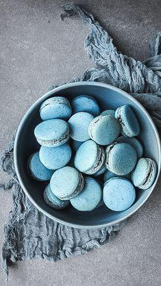 My time making blue spirulina macarons! Light Blue Aesthetic, Cream Aesthetic, Aesthetic Food, Blue Macaroons, Spirulina Recipes, Memorial Day Foods, Blue Spirulina, Blue Desserts, Blue Drinks
