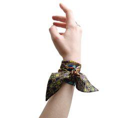 Foulard Bijoux soie#fashion#accessoire#femme#Twilly#foulard#textile intelligent#fleurs de Bach#scarf#bach flowers#emotis Textile Intelligent, Bandanas, Accessories, Inspiration, Ideas, Fashion, Jewelry Findings, Bach Flowers, Square Scarf