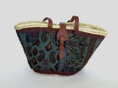 Cesto decorado/ Capazo urbano/ Cesto forrado tela bordada india/ Straw bag. Capazo ASTIKA By Cuqui Miluki