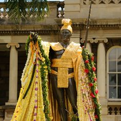 Today is a state holiday to honor the man who united the Hawaiian Islands and became its first king. Have you visited the statue of King Kamehameha I that stands in front of Aliiolani Hale – the Hawaii State Supreme Court? Tiki Hawaii, Hawaii Hawaii, 2017 Events, Stuff To Do, Things To Do, King Kamehameha, Polynesian Culture, Beer Festival