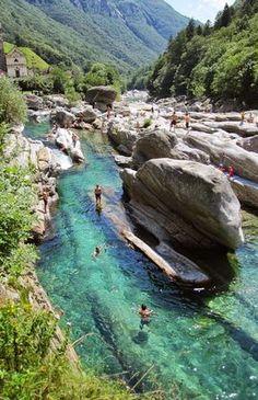 """""""Im Herzen des Flusses liegt die Faszination des Verzascatals; nie hat ein Künstler ein so wunderbares Grün gemalt, nie hätte er auch nur vermutet, dass es existiert, ausser er wäre ins Tal gekommen und hätte es selber gesehen…"""" #Valleverzasca #Ticino #Tessin"""