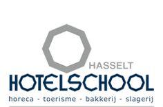 Mijn eerste stage heb ik in de Hotelschool in Hasselt gelopen. In het eerste jaar mochten wij 1 week meedraaien in een secundaire school.  Doorheen het jaar hebben wij ook enkele lessen extra muros gegeven: Regina Mundi (Genk) en Sint-Michiel (Leopoldsburg).
