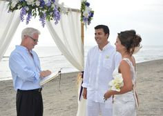 How to officiate a wedding ceremony? Once you learn to master all the details, you can perform beautiful and memorable ceremonies for friends and family. Trendy Wedding, Diy Wedding, Wedding Events, Church Wedding, Wedding Ideas, Wedding Planning, Wedding Table, Wedding Cakes, Wedding Decorations