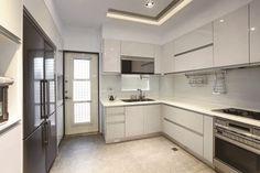 本案為四樓的透天厝建築,屋主之前幾次的裝修案都是委託林志明設計師規劃與設計,此次的改造是希望讓室內風格呈現出符合現代潮流的簡約質感,並將格局重新規劃,將原本封閉且各自獨立的公領域空間的隔間拆除,釋放出大尺度格局該具有的寬闊與明亮感,並針對屋主的生活型態,做了局部的細膩調整,讓整體居家機能更符合屋主的使用需求。