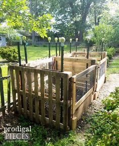 Easy DIY Pallet Compost Bin built by Prodigal Pieces   prodigalpieces.com