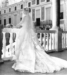 An image of Grace Kelly, showing the beauty of her dress from the back - totally stunning!