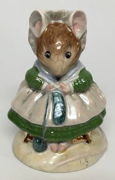 Green Dress Beswick Beatrix Potter's The Old Woman Who Lived in A Shoe Figurine | eBay