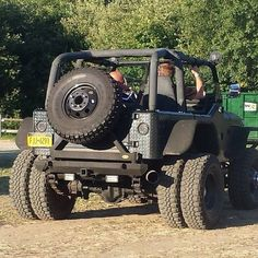 Jeep Dually. This would look way better narrowed so it fit under the rig. Needs to be a brute as well...