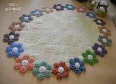 Ulla's Quilt World: YoYo table cloth quilt