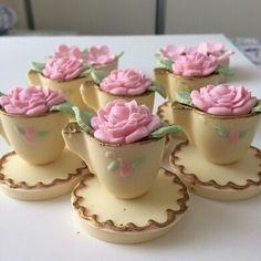 Sofia Cake, Fondant Cupcake Toppers, Mini Pies, Little Cakes, Cute Cupcakes, Dessert Bars, Cake Art, Party Cakes, Cake Pops