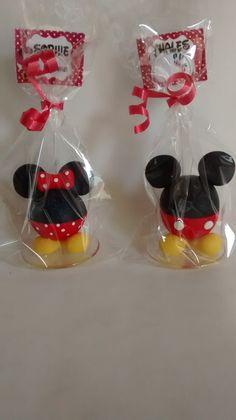 Lembrancinhas ou enfeite de mesa Mickey e Minie com 5 cm a cabeça e com o porta recado 12 cm  Acompanha embalagem e cartão  Bolinha de isopor coberta com biscuit